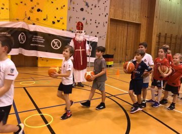 Mikuláš na Basketu